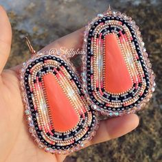 Guava - SOLD. Santo Domingo slabs, with fire polished crystal edging for that glorious glow✨ These babies are huge, measuring 8x5.5cm at its longest and widest points. On hooks. #steffybundesigns#steffybuninlays#beadwork#beadedearrings#beadedinlays