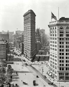 The Flatiron Building. The New York City skyscraper, The Flatiron, August 1909. The iconic building is bordered by Broadway on the left and Fifth Ave on the right. Detroit Publishing Company photo cou