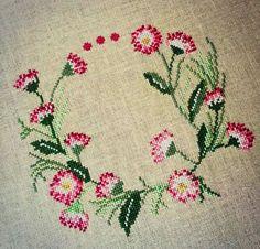 Günaydıııın. Mutlu ve huzurlu bir hafta sonu olsun... #crossstitch #çarpıişi #puntodecruz #pointdecroix #puntocroce #etamin #etaminişleme #kaneviçe #kreuzstitch #korssting #korsstygn #kanaviçe #çaprazdikiş #karesayma #karekareişle #kanava #işleme #embroidery #igcrossstitch #instacrossstitch
