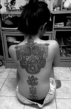 Find out the meaning of Muay Thai Tattoo symbols. Learn about traditional Sak Yant tattoo designs: five lines, twin tigers, nine peaks, eight directions and Tribal Tattoos For Men, Tattoos Skull, Body Art Tattoos, Tattoos For Women, Muay Thai Tattoo, Khmer Tattoo, Tatuajes Irezumi, Irezumi Tattoos, Yantra Tattoo