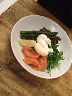 Asparagus with poached eggs and salmon