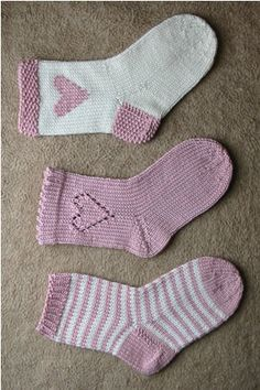 Baby Knitting Patterns Mittens Ulla - Patterns - Hearts and stripes Crochet Socks, Knitting Socks, Crochet Baby, Knit Crochet, Kids Socks, Baby Socks, Knitting For Kids, Baby Knitting, Barbie Knitting Patterns