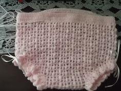 Agora estou me aventurando nas peças para bebês!   Embora nossa cidade seja muito quente, teci esta calcinha em lã para bebês e agulha 2.25...
