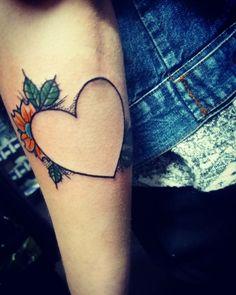 un disegno tutto da personalizzare per un tatuaggio cuoricino con un fiore colorato Alphabet Tattoo Designs, Draw, Shirt, Tatoo, Tatuajes, Dress Shirt, To Draw, Sketches, Shirts