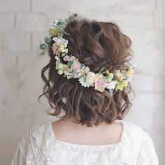 42 Wedding Trends for Short Hair This Season Crimped waves of Tanimoto Shouta Wedding Hairstyles With Crown, Prom Hairstyles For Short Hair, Crown Hairstyles, Bride Hairstyles, Short Hair Cuts, Hairstyle Wedding, Crimped Waves, Crimped Hair, Short Wedding Hair