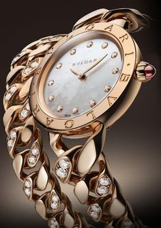 Take a look at this sensuous and seductive video of the BVLGARI BVLGARI Catene. Stylish Watches, Luxury Watches, Cool Watches, Watches For Men, Ladies Watches, High Jewelry, Luxury Jewelry, Jewelry Accessories, Fashion Accessories