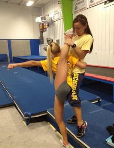 this makes me sick to look at... ahh that girl is flexible!