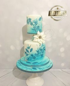 Winter wedding cake masterclass pme by Taartjes Toko  - http://cakesdecor.com/cakes/255870-winter-wedding-cake-masterclass-pme