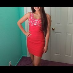 Coral Bodycon Hugs your body beautifully. It's very comfortable and it's not a dress that you have to constantly be pulling down. Perfect for a wedding/Prom or even a night out! Feel free to make an offer.                    •NO TRADES• Dresses Midi