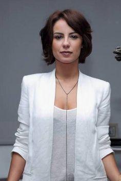Andreia Horta, de 'Império', faz 31 anos hoje e dá dica de boa forma: 'Pilates'. Veja os visuais que ela já experimentou