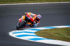 Awesome shot of Casey Stoner crossed-up in a high speed powerslide...  very high speed:  Sunday-Phillip-Island-MotoGP by Scott Jones