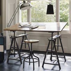 Show your metal: Track down old school desks and Army trunks as workplace design is moving into the home - make a drafting table? Note the mechanism – a key put into holes to adjust the height/tilt - Industrial Chic, Industrial Furniture, Pipe Furniture, Furniture Vintage, Vintage Industrial, Painted Furniture, Furniture Design, Vintage Drafting Table, Drafting Tables