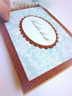 Kartónová svadobná kniha, obsahuje 25 čistých listov, vysokej gramáže (to znamená, že sú pevné). Tento bol vyrobený na objednávku, slúži ako vzor mojej prácičky v galérii. Bude pre mňa veľkým poteš...