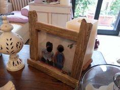 Porta foto porta oggetti in legno di recupero. Design e realizzazione Studio Tecnico e di architettura Cravedi Cottini Castell' Arquato Piacenza . tutti i diritti riservati
