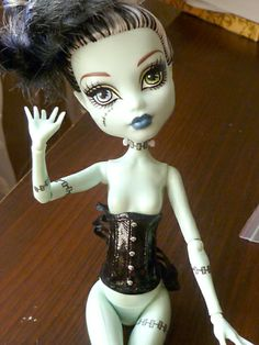 Underbust corset for Monster High; not a tutorial but I have the pattern if necessary. (my blog)
