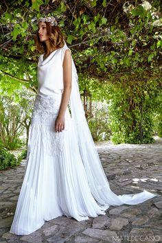 Vestidos de novia. Colección 2017. Vestido años 20 falda gasa plisada y cuerpo en crepe con bordados de guipur