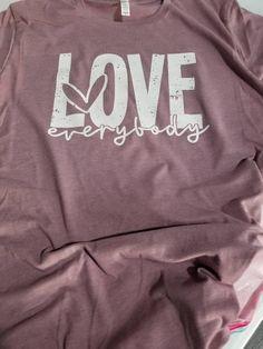 Cheer Mom Shirts, Cheerleading Shirts, Baseball Shirts, Bling Shirts, Cute Graphic Tees, Love Everyone, Valentines Day Shirts, Plus Size Shirts, Love Shirt