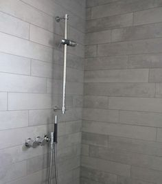 Wohnhaus in Süddeutschland - Vola shower with nice thin grey tiles laid out horizontally