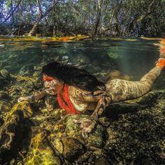 1,407 отметок «Нравится», 67 комментариев — Ricardo Stuckert (@ricardostuckert) в Instagram: «India Kamaiurá mergulha no rio São Miguel, Chapada dos Veadeiros. A foto estará no livro ÍNDIOS…»