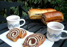 Csíkos kalács recept foto Hungarian Desserts, Hungarian Recipes, Hungarian Food, My Recipes, Cooking Recipes, Ring Cake, Bread And Pastries, Breakfast For Dinner, Croissant