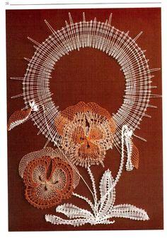 pensées Romanian Lace, Bobbin Lacemaking, Lace Art, Lace Jewelry, Lace Detail, Dream Catcher, Needlework, Album, Spring