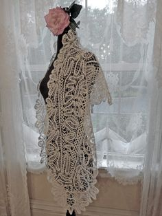 antique-maltese-bobbin-lace-shawl-04