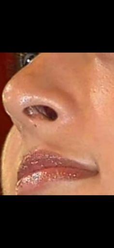 Simple Face, Bindi, Scarlett Johansson, Beautiful Eyes, Indian Actresses, Lips, Pretty Eyes