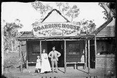 Sam Hand's Boarding House, located in the settlement of Home Rule, near Gulgong, New South Wales, Photo shared by the State Library of New South Wales. Australia Day, Victoria Australia, Old Pictures, Old Photos, Australian Bush, Australian Icons, Australian People, African Tribes, Black N White Images