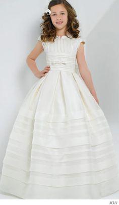 Miquel Suay vestidos de comunion Little Dresses, Lovely Dresses, Girls Dresses, Flower Girl Dresses, Girls Baptism Dress, Girls Communion Dresses, Kids Gown, Girl Dress Patterns, Baby Gown
