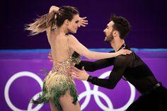 At Ice Dancing Wardrobe Malfunction Overshadows a Clash of Styles