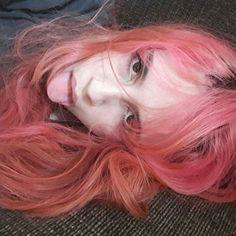 @ aramonax pink hair