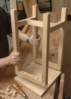Learn how to make an Oak Stool Diy Bar Stools, Diy Stool, Wooden Stools, Pallet Bar Stools, Woodworking Projects Diy, Diy Wood Projects, Furniture Projects, Wood Crafts, Woodworking Plans