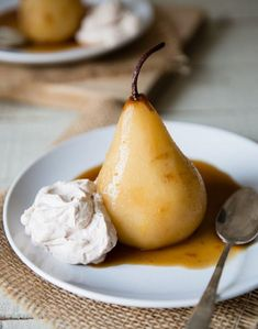 Chai Poached Pears With Cinnamon Whipped Cream 16 Warm Desserts That Will Save Your Life This Winter Dessert Simple, Pear Recipes, Sweet Recipes, Blender Recipes, Jelly Recipes, Smoothie Recipes, Köstliche Desserts, Dessert Recipes, Elegante Desserts
