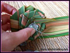 How to make flax flowers Step 11 Flax Flowers, Green Flowers, Diy Flowers, Flower Diy, Green Leaves, Palm Frond Art, Palm Fronds, Maori Patterns, Flax Weaving