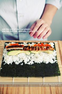 Making sushi rolls is a breeze! Need to learn how to make sushi! Sushi Recipes, Cooking Recipes, Asian Recipes, Salmon Recipes, Cooking Tips, Making Sushi Rolls, Recetas Light, Sushi Love, Sushi Party