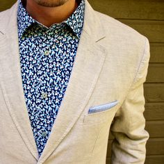 Floral shirt with a pocket Square and linen blazer.  Spring and summer ideas  #jachs #floral #menswear #blazer #businesscasual #menstyle #mensfashion