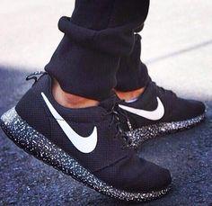 Nike Black  White Speckled Paint Splattered Soles Running Walking Shoes