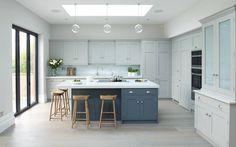 Parcourez les images de %{space_category } de style Classique % de Rencraft. Inspirez-vous des plus belles photos pour créer votre maison de rêve.