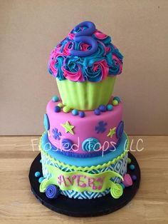 Giant cupcake cake by Frosted Tops LLC made with our Ikat Lattice Silicone Onlay