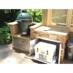 Custom big green egg and yeti cooler island - Backyard - Kitchen Big Green Egg Outdoor Kitchen, Backyard Kitchen, Outdoor Kitchen Design, Outdoor Kitchens, Outdoor Cooking, Barbecue Design, Backyard Pergola, Backyard Ideas, Big Backyard