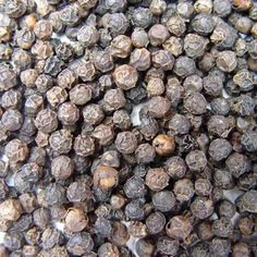 Pepper contains essential oils, starches, triglycerides, vitamins E and C. Pepper used in the production of a variety of dishes in Egypt. Cures in the garden Ayurvedic Diet, Natural Herbs, Spice Blends, Alternative Medicine, Vitamin E, Natural Remedies, Diet Recipes, Blueberry, Herbalism