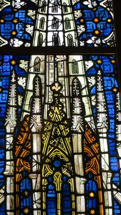 Quando estiver dentro da catedral, observe seus lindos painéis.