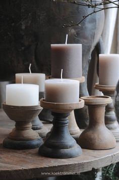 Candle holder is a gadget utilized to hold a candle light in position. Now, you can make your own DIY candle holders. Home Candles, Candle Lanterns, Diy Candles, Pillar Candles, Candle Art, Rustic Candles, Beeswax Candles, Diy Candle Holders, Candlestick Holders
