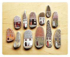 Painting stones - 50 ideas, coloring pages, simple motifs and .-Steine bemalen – 50 Ideen, Malvorlagen, einfache Motive und Muster Stones for funny house motifs - Pebble Painting, Pebble Art, Stone Painting, Diy Painting, Stone Crafts, Rock Crafts, Arts And Crafts, Rock Painting Designs, Paint Designs