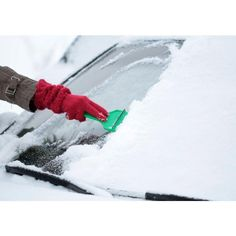 9 Essentials for the Ultimate Winter Car Kit #winter #car #automobile #safety
