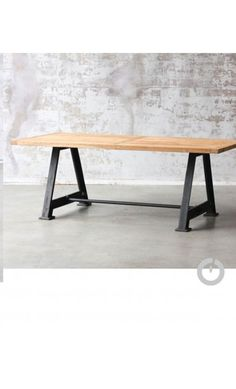 Grande table de salle manger en bois massif et m tal for Table style usine