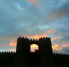 """Los """"selfies"""" de la #muralla de #Ávila. By @Isabel Martín Tower Bridge, Videos, Selfies, Building, Travel, Sunsets, Photos, Viajes, Buildings"""