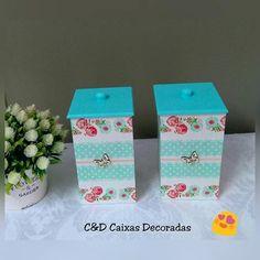 Estou in love por esses potinhos porta algodão com estampa suave e delicada!! #caixasdecoradas #artesanato #mdf #floral #organização #decoração #umcharme Planter Pots, Decorative Boxes, Floral, Home Decor, Originals, Decorated Boxes, Jars, Block Prints, Craft