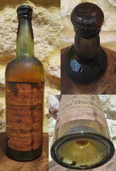 «Vieille et très rare bouteille d'un litre de Chartreuse jaune des premières années de production des pères Chartreux à Tarragone (1904-1930). Cette rareté a été achetée à un antiquaire de Barcelone, qui l'a trouvée cachée dans un ancien bar de la province de Gérone ; elle avait été oubliée au fond de la cave depuis le début du XXe siècle. Le bouchon est couvert par une cire brunâtre et la liqueur présente de beaux reflets cuivrés. https://t.co/thTMMeZj31