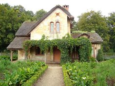 The Queen's Hamlet by DolceDanielle,